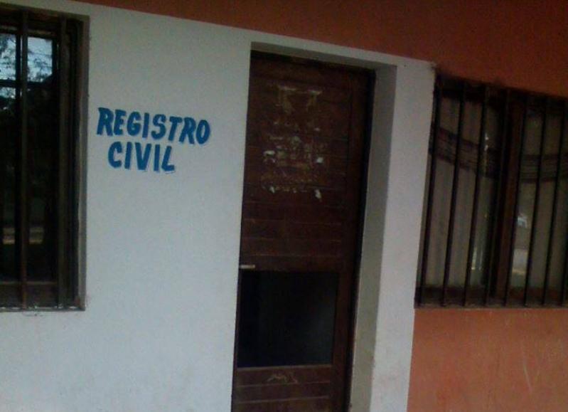 Roban equipamiento inform tico en la oficina del registro for Oficina registro civil