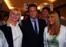 La dirigente massista chaque�a, M�nica Stride, Sergio Massa y A�da Ayala.