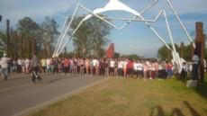 """M�s de 300 j�venes corrieron el """"Marat�n Corre a la Escuela""""."""