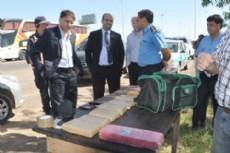 Funcionarios provinciales posaron para la foto durante el operativo.