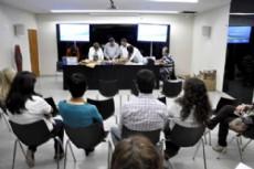 Directivos reunidos en la apertura de licitaci�n por obras en el interior chaque�o.