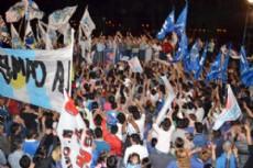 Miles de personas festejaron junto al gobernador el triunfo contundente en las PASO.