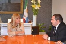 A�da junto al c�nsul de Paraguay en su visita a Resistencia.