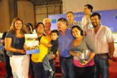 Peppo durante el acto de entrega de viviendas e inauguraciones en la localidad de Gancedo, con la gente.