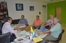 El intendente Nievas reunido con autoridades para la creaci�n del Parque industrial.