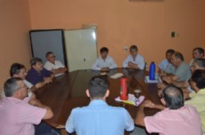 Gustavo Mart�nez reunido con miembros de la Cooperativa de Agua.