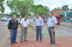 Los funcionarios recorren las obras de la ciudad.