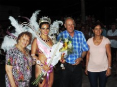 Cierre de carnavales con entrega de premios por parte del intendente Tejedor.