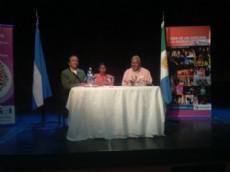 Representantes de Castelli, presentando sus obras en la Feria del Libro realizado en Las Bre�as.