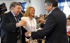 Peppo junto a Landriscina en el acto por la escuela de Villa �ngela que llevar� su nombre.