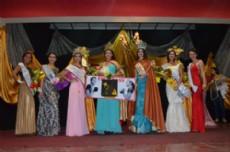 Miss Latina Argentina Chaco y la reina provincial de la Miel.