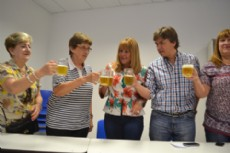 A�da y el brindis con cerveza tras la presentaci�n de la 9� edici�n de la fiesta.