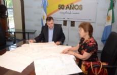El presidente de Loter�a Chaque�a, N�stor Rolhaiser, recibi� a la presidenta del Club Atl�tico Sportivo Argentino de Hermoso Campo, Mabel Simoncini.