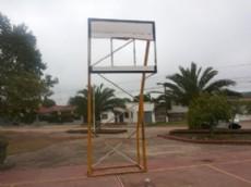 El tablero roto de la plaza de la juventud.