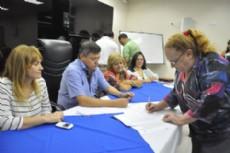 Durante la firma del convenio, la intendenta de Miraflores, Isabel Speciale.