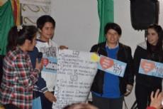 J�venes con Peppo debaten por el instituto de la Juventud en Concepci�n del Bermejo.