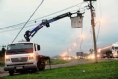 La empresa de energ�a el�ctrica trabaja para restablecer el servicio en varias zonas, tras el temporal.