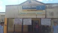 Carteles con reclamos por la situaci�n del Hospital de Pompeya.