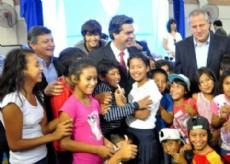 Capitanich y Peppo junto a la gente en la inauguraci�n de la segunda etapa de la Escuela de Gesti�n Social Ind�gena.
