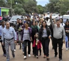 Peppo recorre Miraflores junto a la gente de la localidad en plena campa�a.