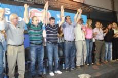 Los candidatos en el acto lanzamiento oficial por las PASO, Peppo y Capitanich.