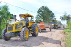 Las m�quinas de la municipalidad cumplen funci�n con intensos trabajo para finalizar las obras.